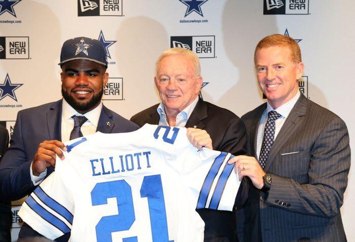 Ezekiel Elliott rb #1 draft pick by Dallas in 2016 draft
