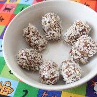 Dadel, pacannoten bonbons met cocos