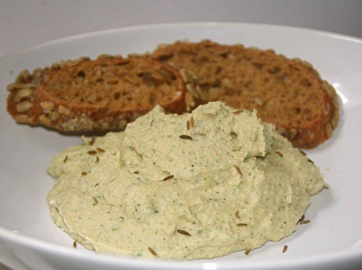 Witte bonen-hummus met koriander en komijn