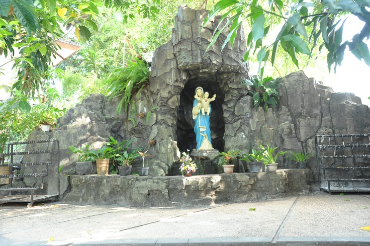 Gua Maria Gereja Katedral Makassar