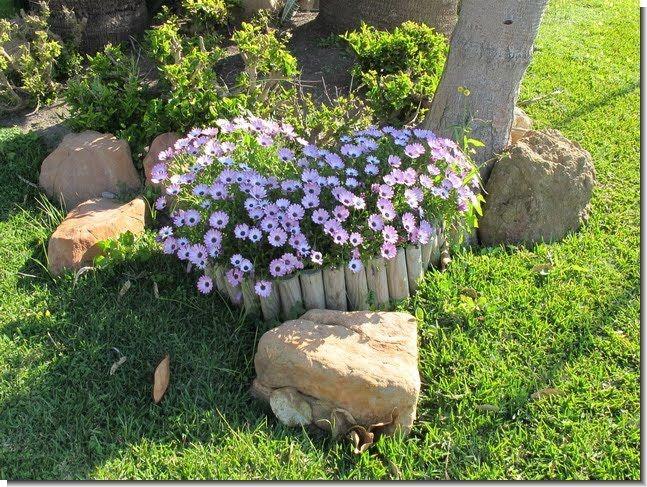 Jardines de casas sencillas buscar con google ideas for Setas decorativas para jardin