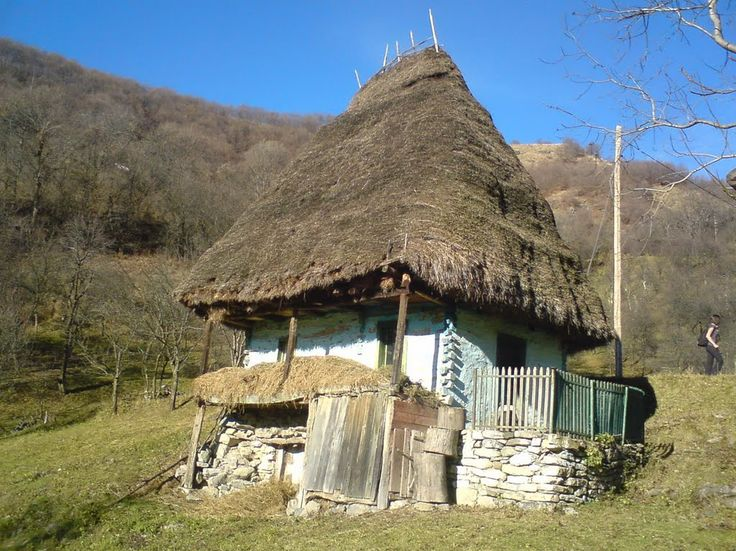 Casa taraneasca in satul Valea Uzei; muntii Trascaului. The natural muzeum of old romanien village