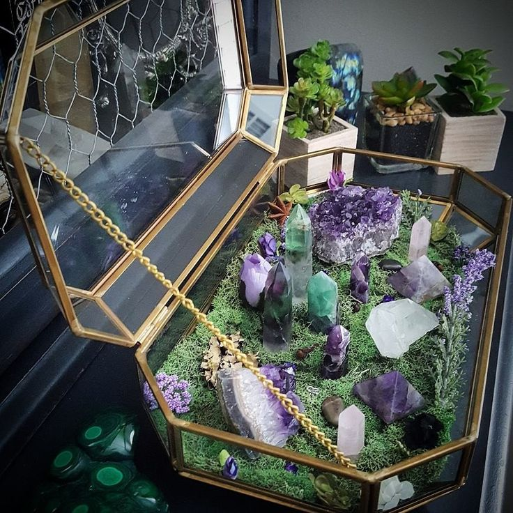 76 Best Amazing Altars Images On Pinterest: 25+ Best Ideas About Crystal Altar On Pinterest
