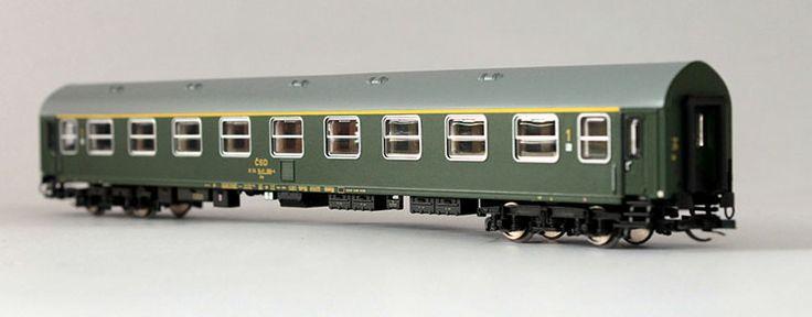 Az Y/B70 személykocsik már a IV. korszakban is futottak, a héten eddig magyar és cseh V. korszakos festésű új modelleket mutattunk be, most sor kerül a korábbi festésű személykocsikra is.