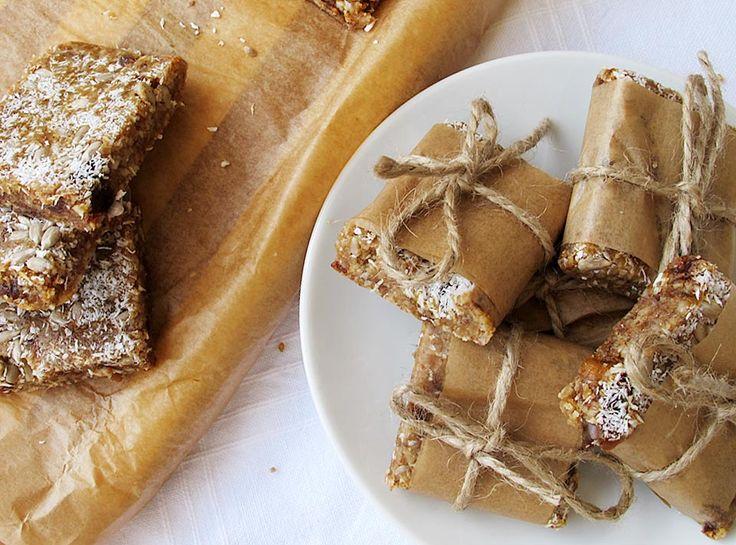 Biscuiti raw-vegani cu seminte si fulgi de cocos
