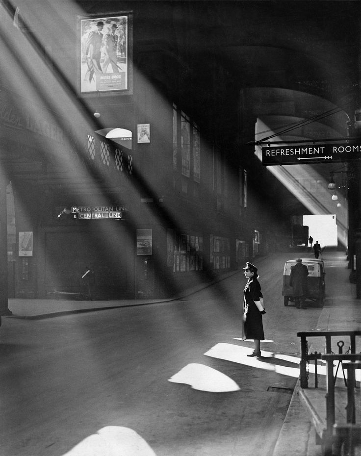 U.K. Sun's rays blessing the guardian of the order, Liverpool Street, London, 1952