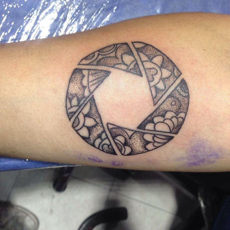 #Repost @carolbeltran_ar   #tattoolife#tattooing#tattooist#puntillismo #floral #aperture #blackwork #inkformer