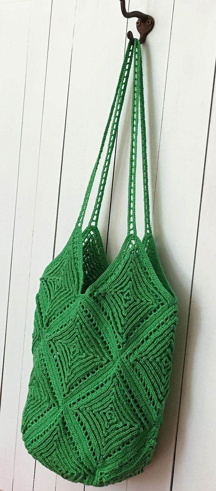 Crochet pattern for a lovely-textured tote bag / handbag / purse.