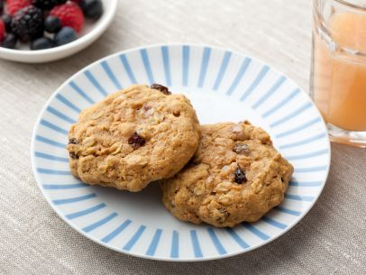 Ellie's Breakfast Cookies #Grains #MyPlate #HealthySnacks: Healthy Breakfast Cookies, Food Network, Fun Recipes, Breakfast Ideas, Ellie Krieger, Healthy Breakfasts, Baby Foods, Cookies Recipe, Breakfast Recipes