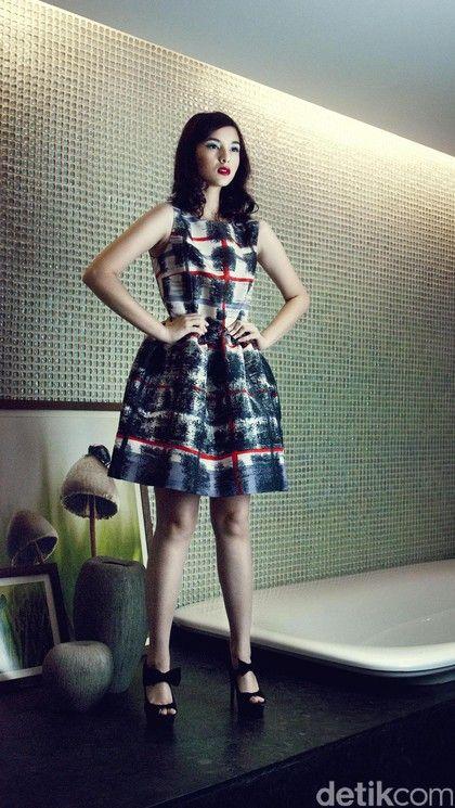 Foto: Cantiknya Chelsea Islan dengan Gaya Retro