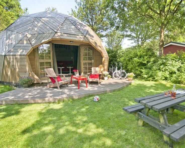 Houten iglo in het Delftse hout