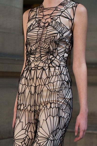 Iris Van Herpen Paris 2016 - fashion designer, lasercut, technology