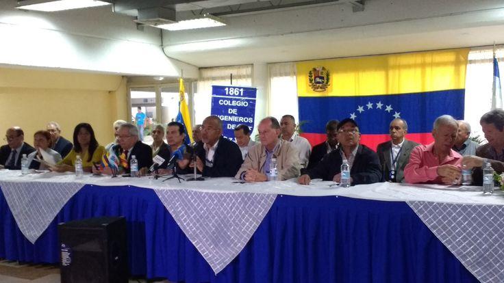 Gremios profesionales fijaron posición frente a Asamblea Nacional Constituyente Los presidentes de gremios profesionales: ingenieros, abogados, médicos, internacionalistas, nutricionistas, farmacéutas, economistas y veterinarios, dieron a conocer hoy jueves en rueda de prensa, su posición oficial ante la Asamblea Constituyente anunciada al país por el Presidente de la República, Nicolas Maduro.  http://wp.me/p6HjOv-3Qp ConstruyenPais.com
