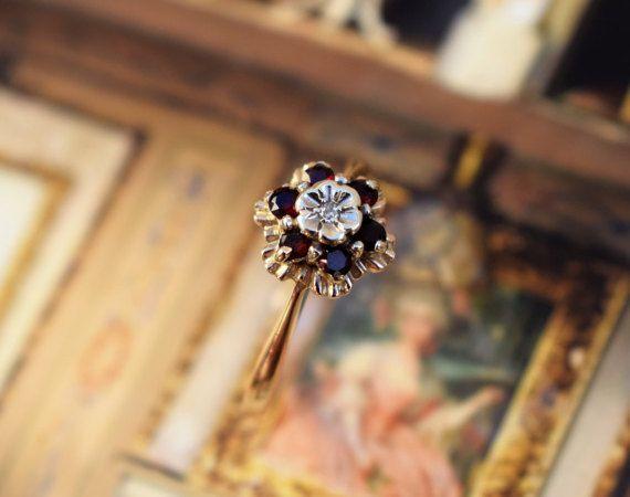 Vintage Daisy Ring Round Garnet and Diamond by PrettyDifferentShop