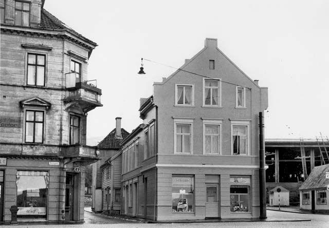 F.v. Nøstegaten 47, Sukkerhussmuget og Sukkerhussmuget 6 fra marcus.uib.no