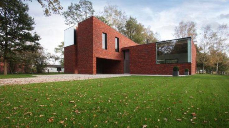 Huis in Heffen - Vooraanzicht ; de 2 hoge volumes hellen evenwijdig naar beneden