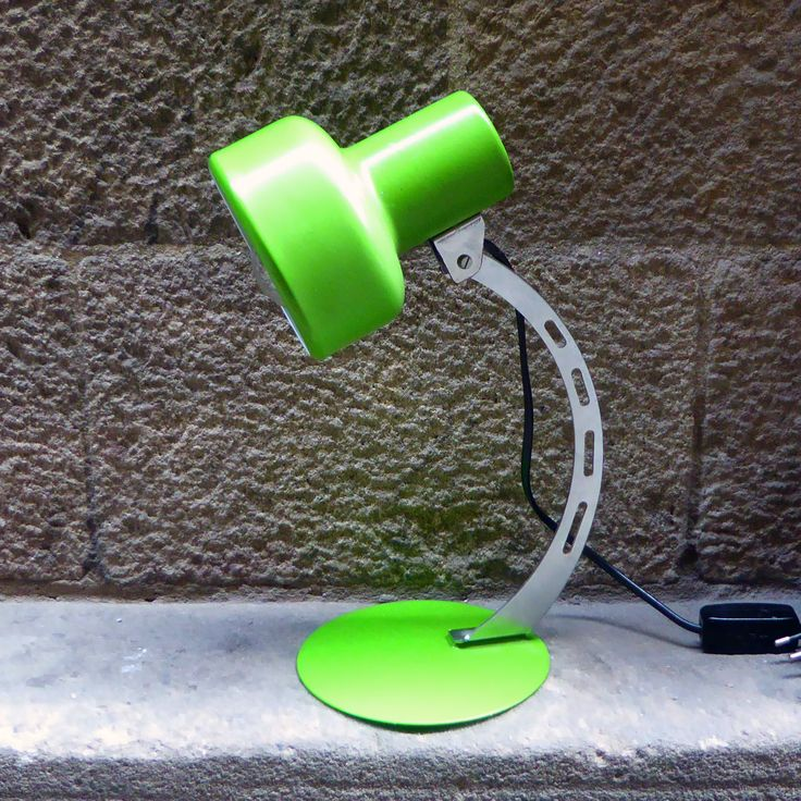 Nice and functional vintage desktop lamp made from lacquered and chrome metal with a bright green colour.  It certainly will add a touch of color to your home. In good vintage condition and working. Measures: H34 x Ø12cms approx.