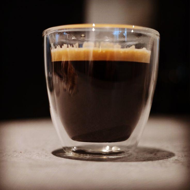 Das Wetter heute: mild-kräftige Aromen am morgen. Wenig Säure. Danach: WACH! #coffee #kaffee #coffeelover ##koffein #caffeine #coffeegram #espressogram#roasting #kaffee #rösten #bohnen #kaffeebohnen