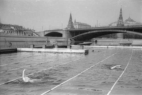 Swimming pool in Moskva River, 1938