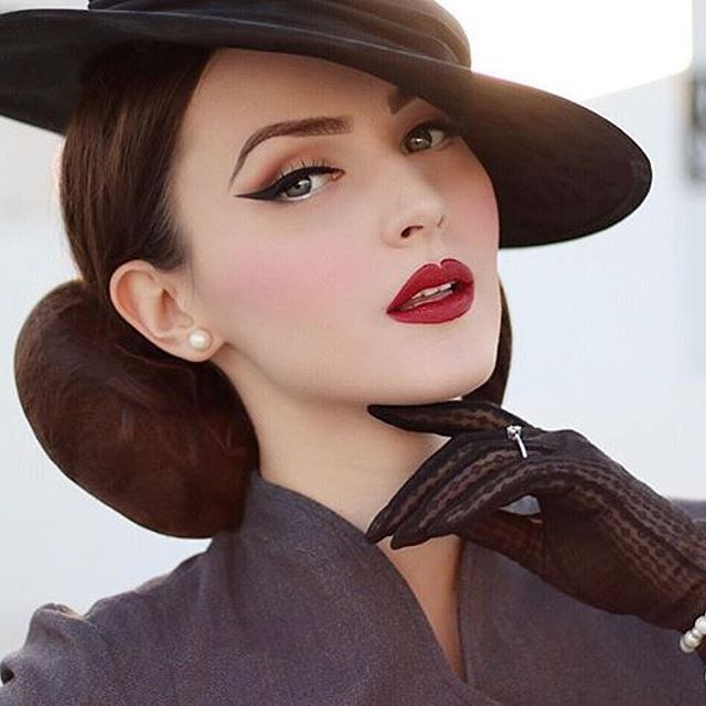 1st set: make up, hairstyle and hat