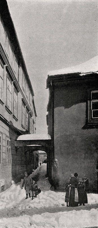 """Praha Neznámá on Twitter: """"Pražské ghetto 1902. Bílkova ulička. Fotografie Jindřicha Eckerta.https://t.co/IYsrUeKgVk https://t.co/ixwv5PZ1xU"""""""