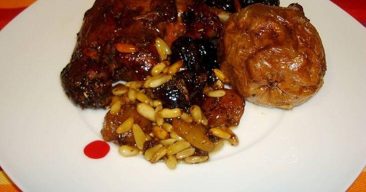 Fabulosa receta para Pato confitado con frutos secos y peras . Esta receta la he hecho para la comida del dia de Año Nuevo. Han quedado muy buenos y los frutos secos y peras deliciosos.