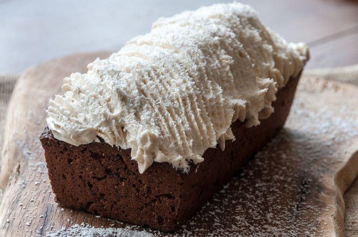 Κέικ σοκολάτας με καρύδα και frosting μελιού από τον Άκη Πετρετζίκη!