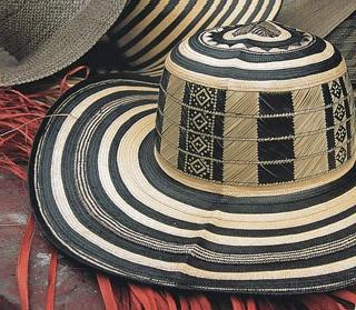 El sombrero vueltiao es un sombrero típico de las sabanas de Córdoba y Sucre, y la principal pieza de artesanía de Colombia