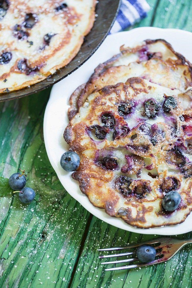 Schnelle Blaubeer-Pfannkuchen   http://eatsmarter.de/rezepte/blaubeer-pfannkuchen