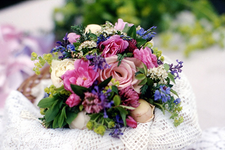 Love the idea of a floral and herbal bouquet. Maybe some flowered lemon thyme, a little lavender, some peonies.... Looks and smells gorgeous!