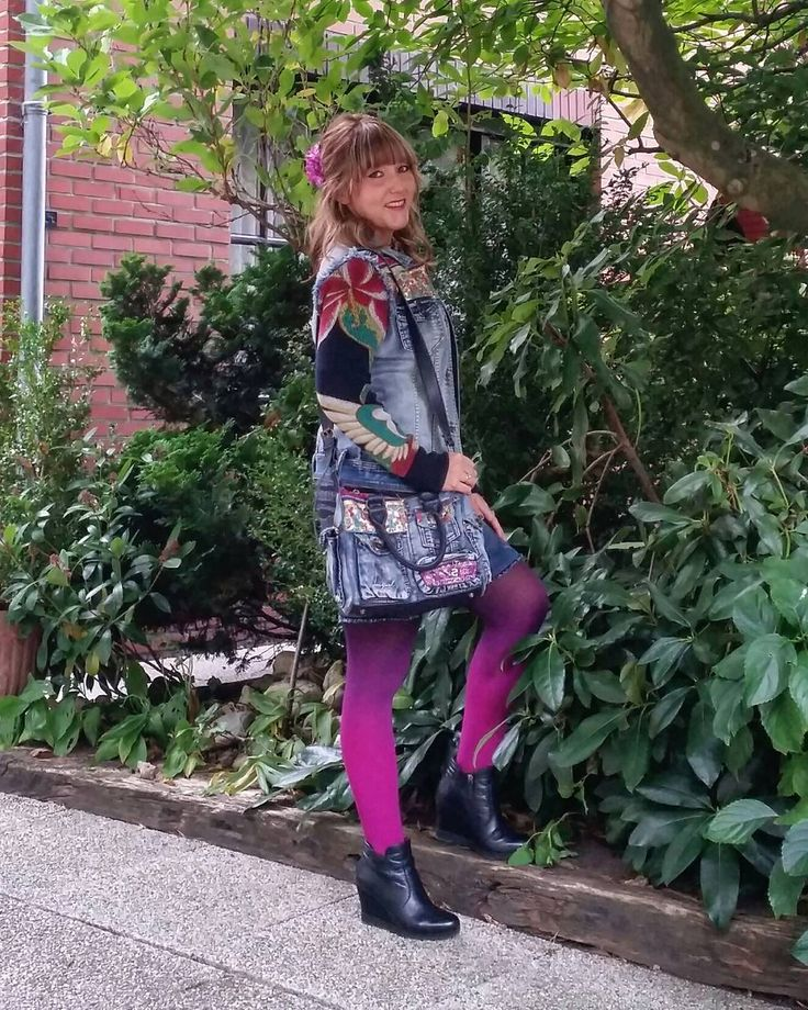 ellis_c85 wering Virivee Magenta-black ombre tights <3
