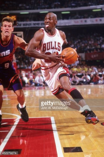Fotografia de notícias : Chicago Bulls Michael Jordan in action vs Phoenix...