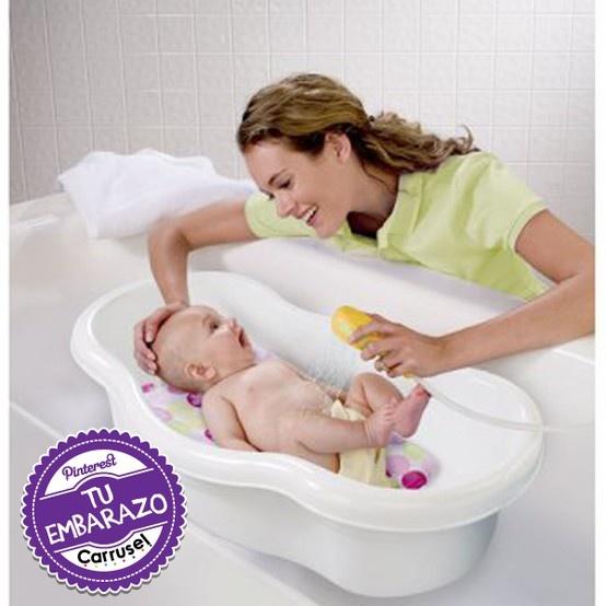 ¿Cómo debo bañar a mi bebe recién nacido?