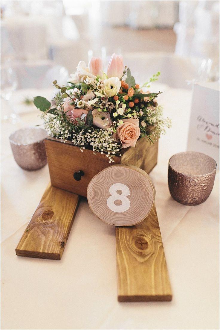 Tischdeko mit Schubladen Holz Winter. Von Anmut und Sinn. Foto: Daniela Reske