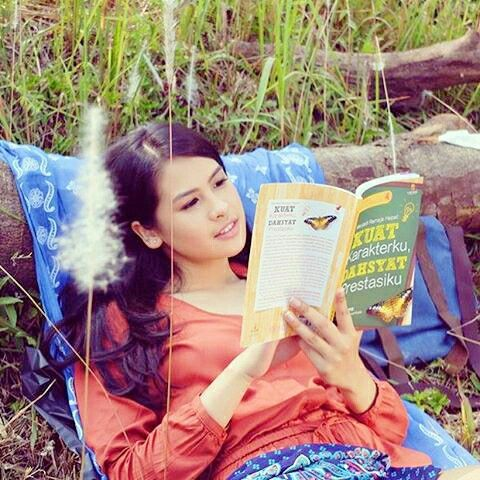 Maudy With Book