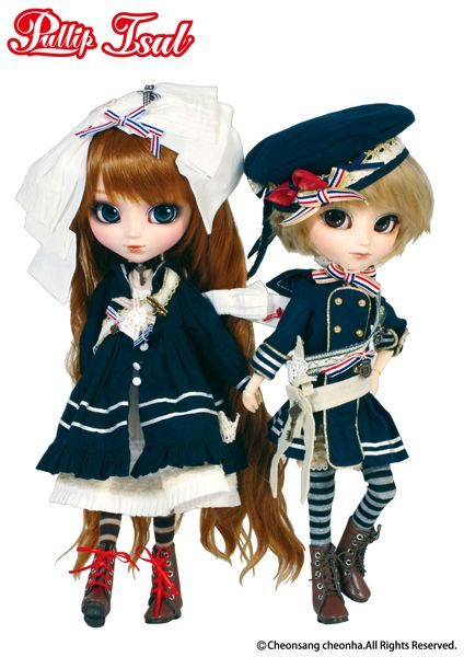 Pullip Merl and Isul Lir enjoy the ebb and flow of the ocean tides. Whether on sea or on land the sister and brother duo always look incredible #pullip # isul #sailor #nautical outfit #fashion doll #lir #merl