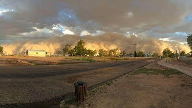 Dust storm engulfs Qld town - Yahoo!7