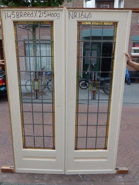 Mammoetoudebouwmaterialen.nl | originele jaren 30 glas in lood schuifdeuren. Mammoet heeft een groot assortiment.