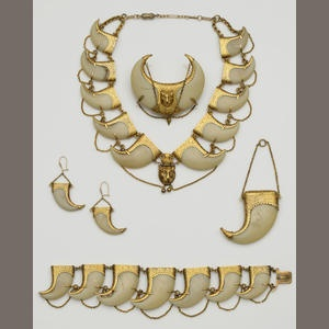 A Victorian suite of tiger's claw jewellery