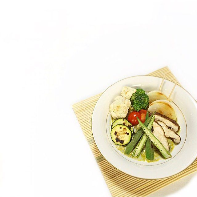 Today's #breakfast  12.4.15 Grilled Vegetables Salad with Spinach Spicy Sauce. (#glutenfree #grainfree) I made a bunch of spinach sauce but frozen sauce can be preserved for a long period. I'm going! (Ingredients & memo on my comment.) . グリル野菜 ほうれん草ソース 今日はソースに卵白を投入 ソースは冷凍保存可能 このソースにガラムマサラ等足してカレーにしても良いし 他の野菜を足してペーストしてアーモンドミルク等で伸ばしてスープも良し ご馳走様でした (材料&メモはコメント記載) . #organic#lowcarb#paleo#protein#dietaryfiber#detox#vegetables#グルテンフリー#サートフード#デトックス#朝食 by iraka_0s