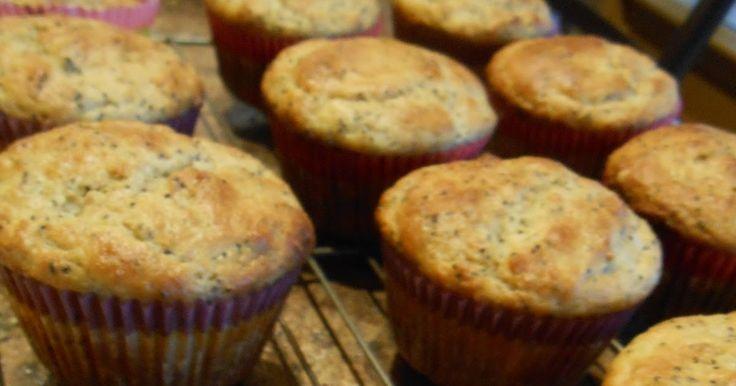 Des citrons et un restant de yogourt grec au frigo qui traînent, un manque d'idées sur à quoi faire le muffins parce que l'on pense à trop ...