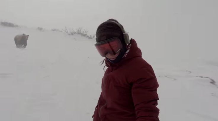 Vidéo : une snowboardeuse pourchassée par un ours !
