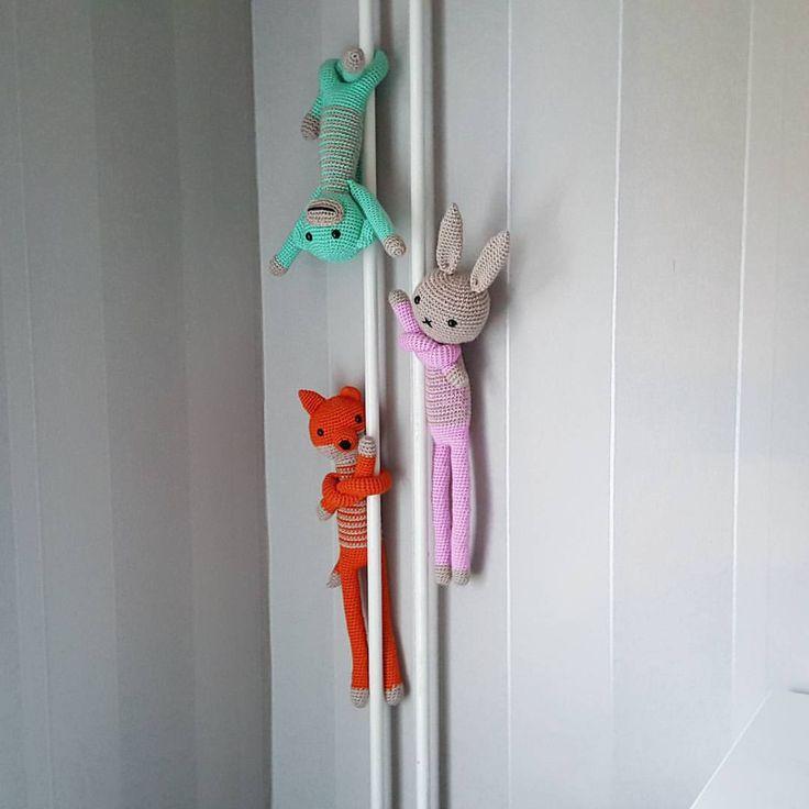 """98 gilla-markeringar, 1 kommentarer - @cathrinvirkar på Instagram: """"Här får de hänga och invänta vår dotter 👌 #crochet #virkat #virka #virkad #amigurumi #monkey #apa…"""""""