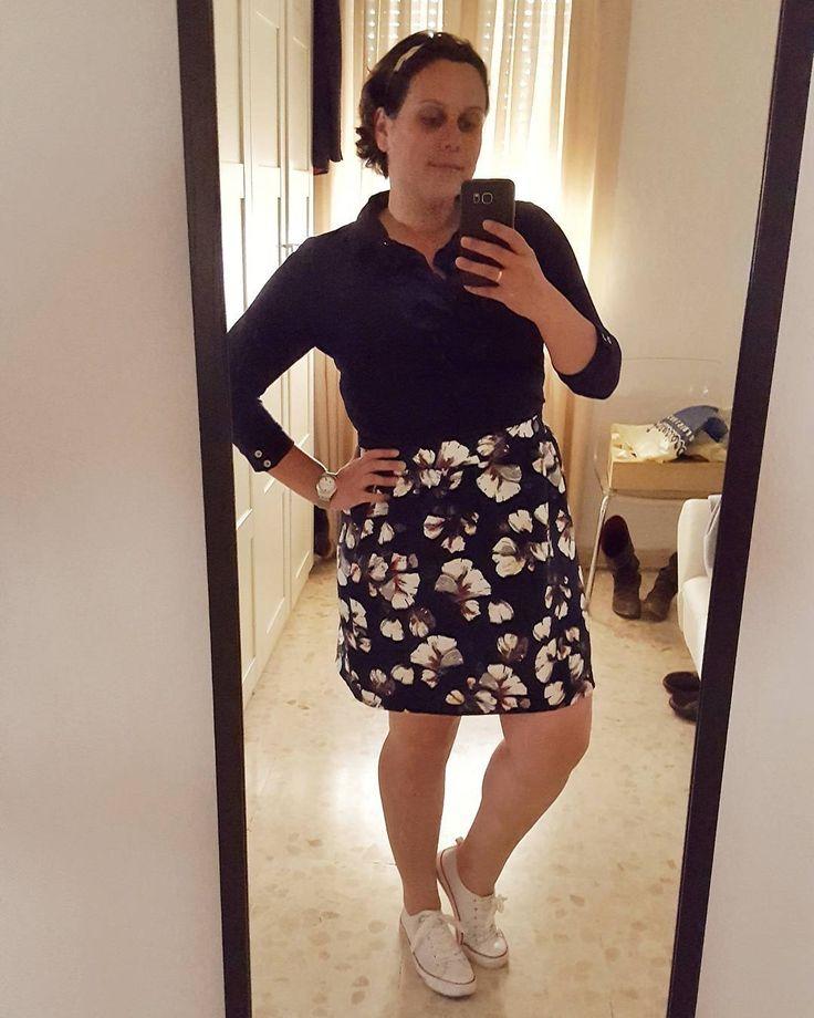 Ya estoy de vuelta! Reventada pero con ganas de volver a la rutina. Hoy por fin estreno mi falda de @ciafantastica  #ootd #look #lookbook #fashion #style #moda #modadesevilla #instablogger #instafashion #fashionblogger #blogger #igersmoda #curves #curvygirl #companiafantastica