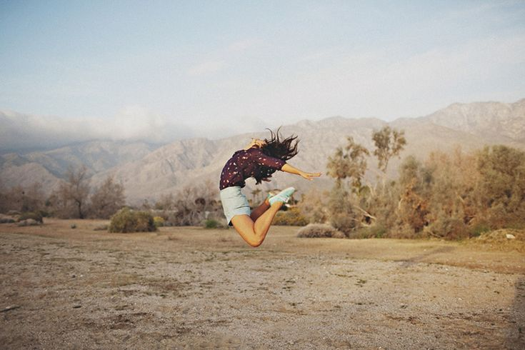 Free.Senior Pictures, Flanigan Photography, Sean Flanigan, Jumping Pictures, Casual Shorts, Photoshoot Inspiration, Dance Shoes, Silk Blouses, Deserts Lewowz