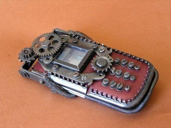 Телефон в интерпретации почитателей жанра. Слаженные механизмы, шурупы, пружины-неизменный атрибут таких вещей.