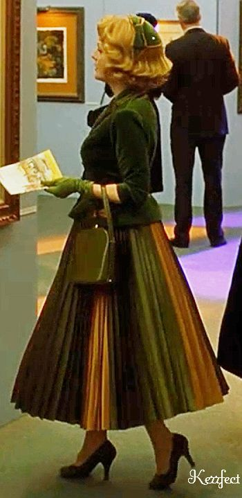 Julianne Moore in Far from Heaven. The skirt is so beautiful.....the whole outfit is perfect.