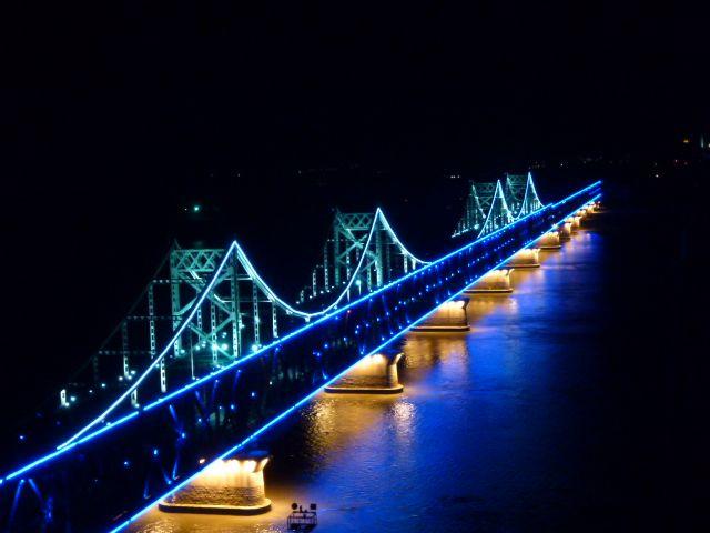 Bridging China and North Korea between Dandong and Sinuiju