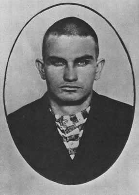 LAST WILD-WEST OUTLAW gunned down after bloody prison breakout -- This is Harry Tracy, a member of the Wild Bunch gang. In 1902 he pulled off the bloodiest jailbreak in Oregon history, followed by an equally bloody two-month manhunt as he tried to shoot his way back east to Hole in the Wall. http://offbeatoregon.com/H1007b_outlaw-tracy.html