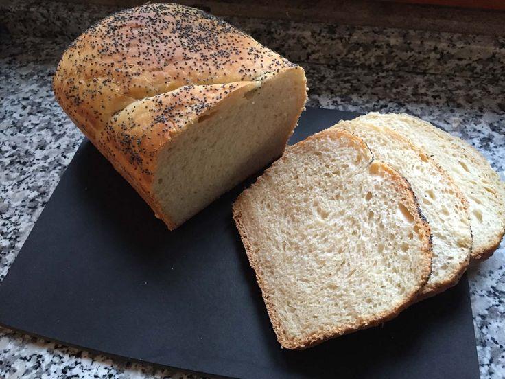 Treccia di pane allo yogurt e burro - braided bread with yoghurt and butter